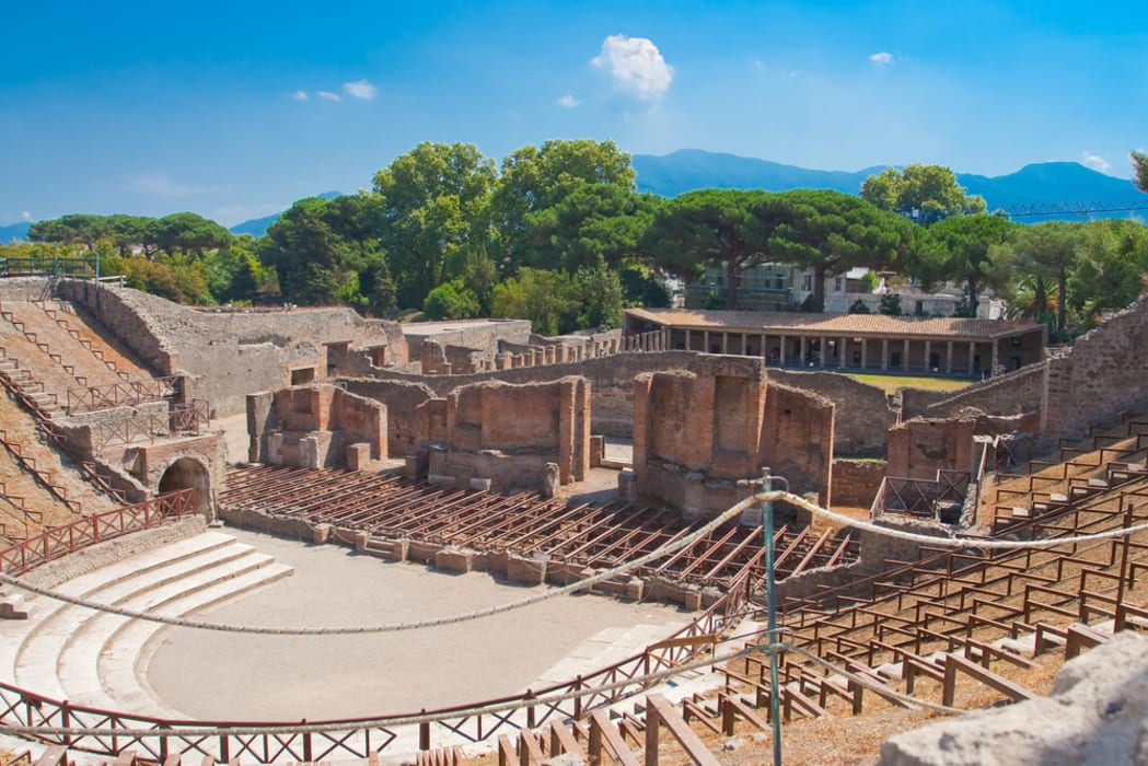 Pompeii and  Herculaneum - Pompeii with an archaeologist: Eros and Theatre at roman time