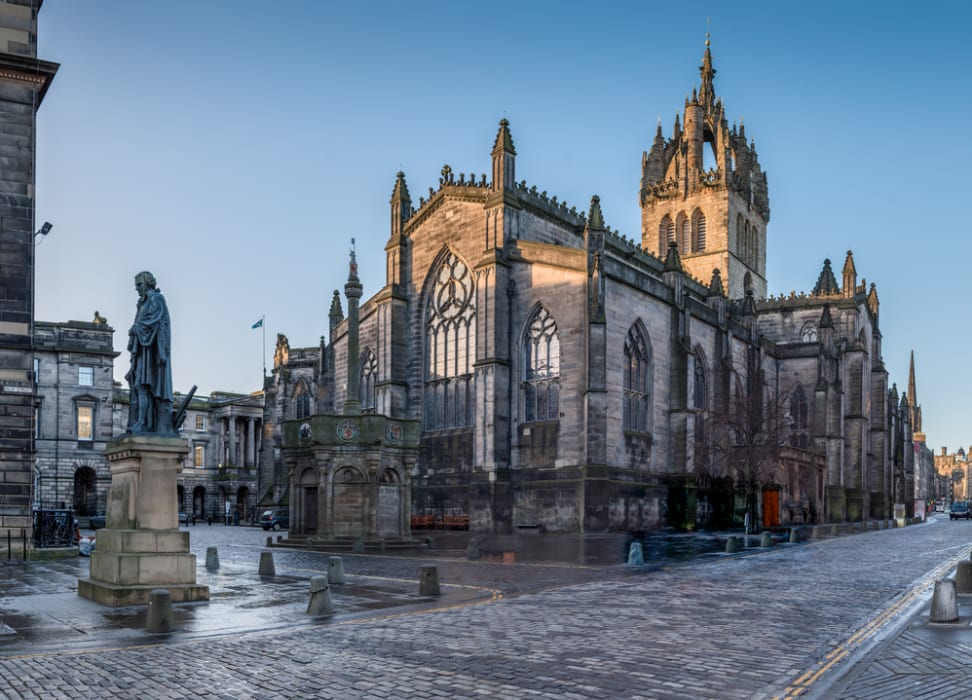 Edinburgh - The Royal Mile  St Giles Cathedral to the Netherbow Port