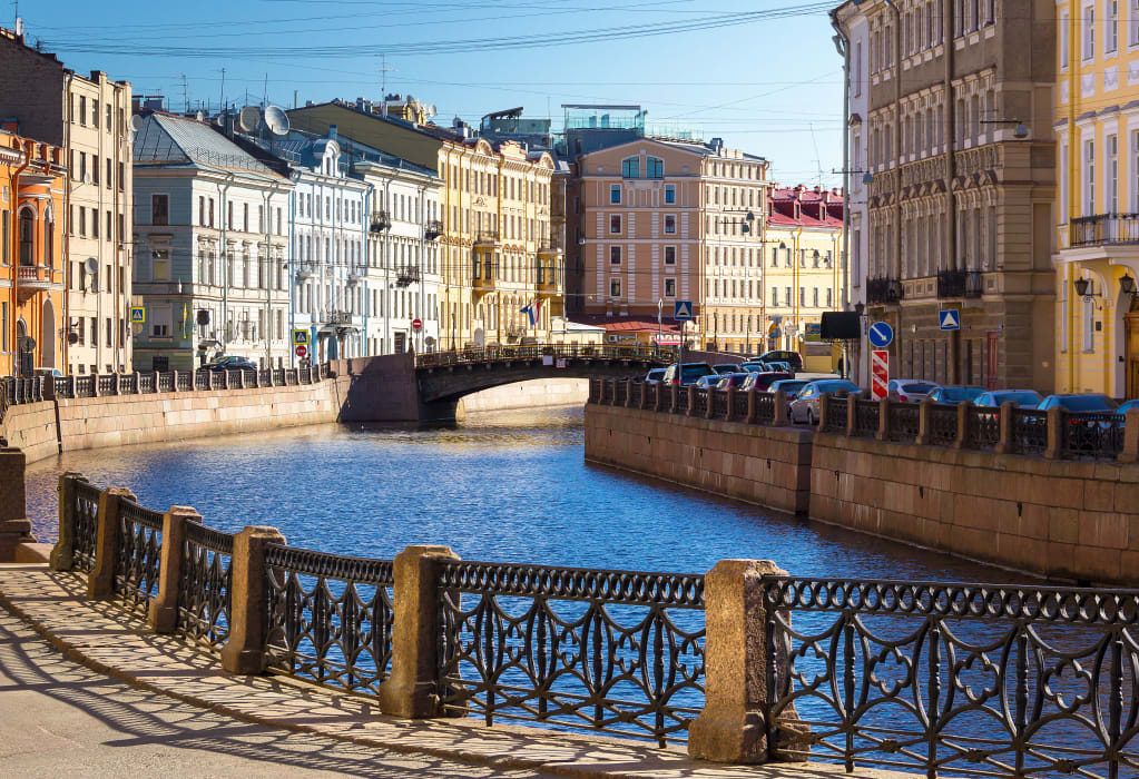 Saint Petersburg - Tipsy and on the Top of the World