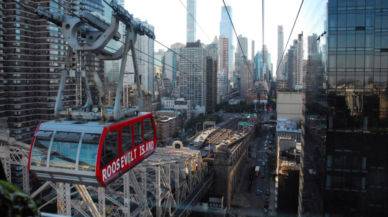 New York - Queensboro Bridge and Flight to Roosevelt Island