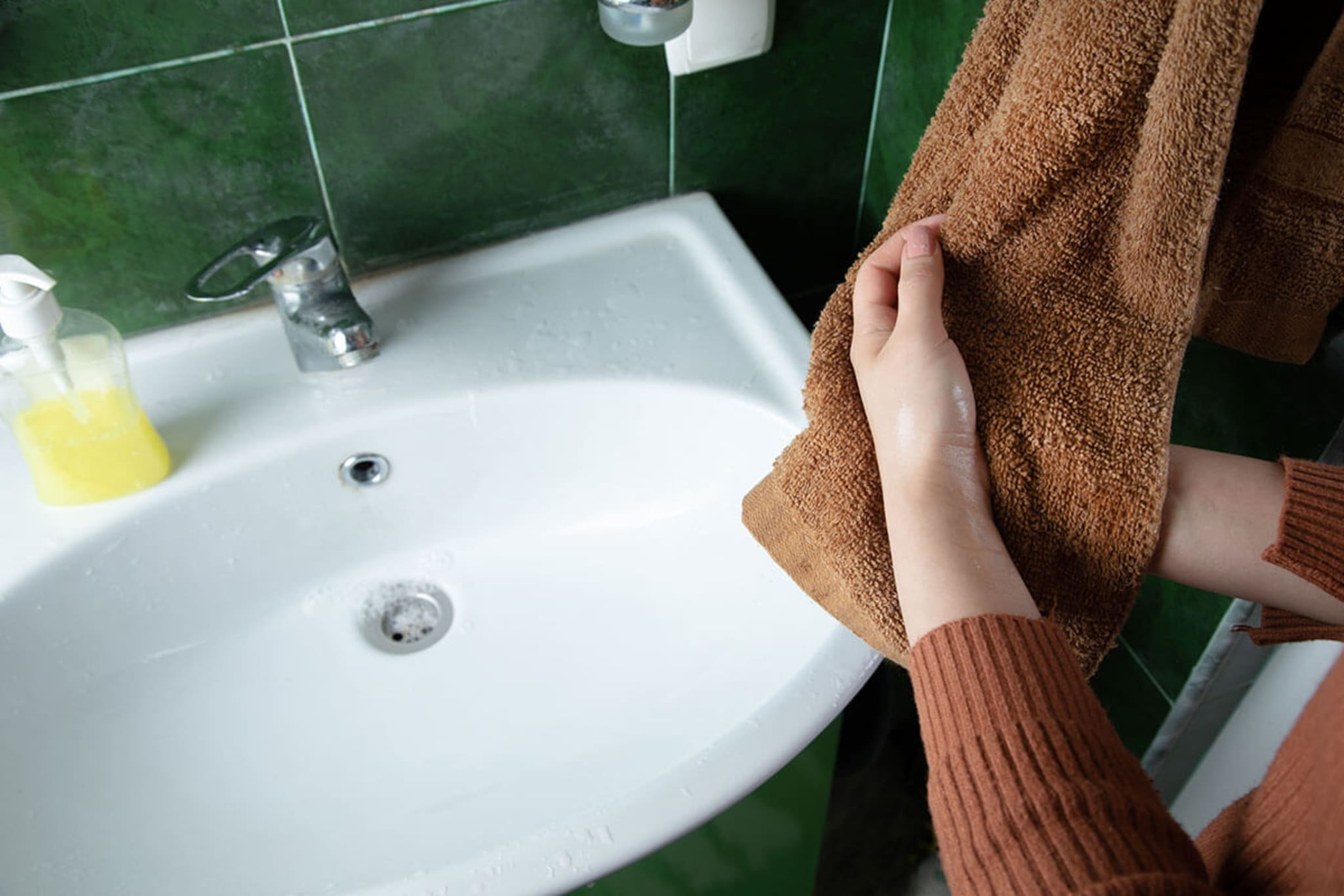 Hand-towels-have-germs