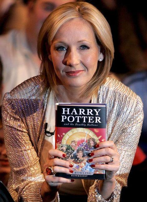 Волшебство на карантине: Джоан Роулинг предлагает записывать чтение «Гарри Поттера»