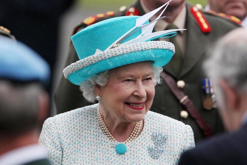 Стилист назвал защиту от солнца секретом идеальной кожи Елизаветы II