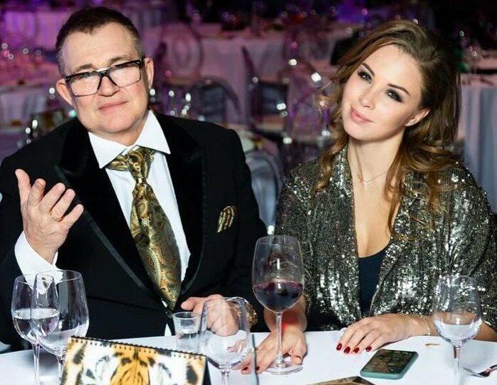 «Нашей семье сегодня 11»: Дибров исполнил мечту молодой жены