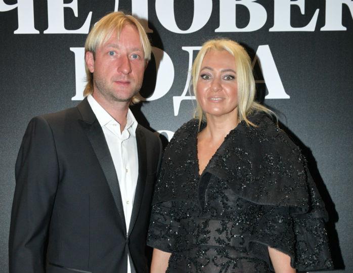 «Эх, какие босоножки»: Рудковская и Плющенко оделись в стиле total black для исполнения танца