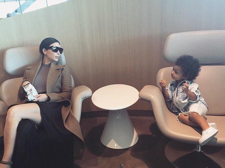 «Кто так живет?»: дочь Ким Кардашьян критикует звездную мать за странный интерьер дома