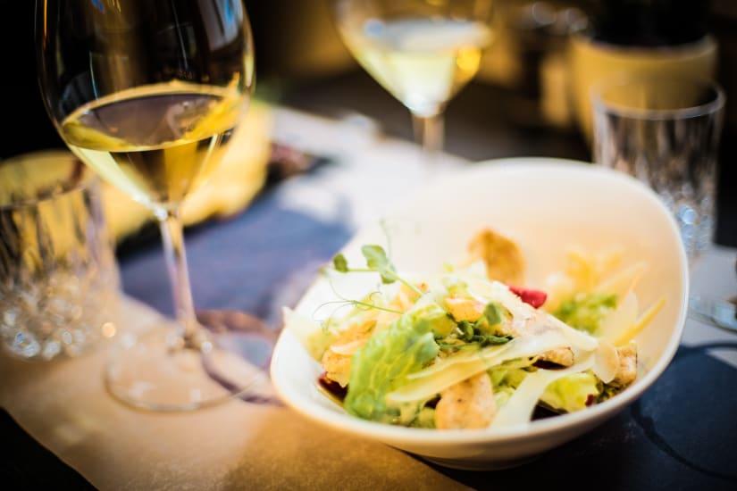 sauvignon blanc with salad