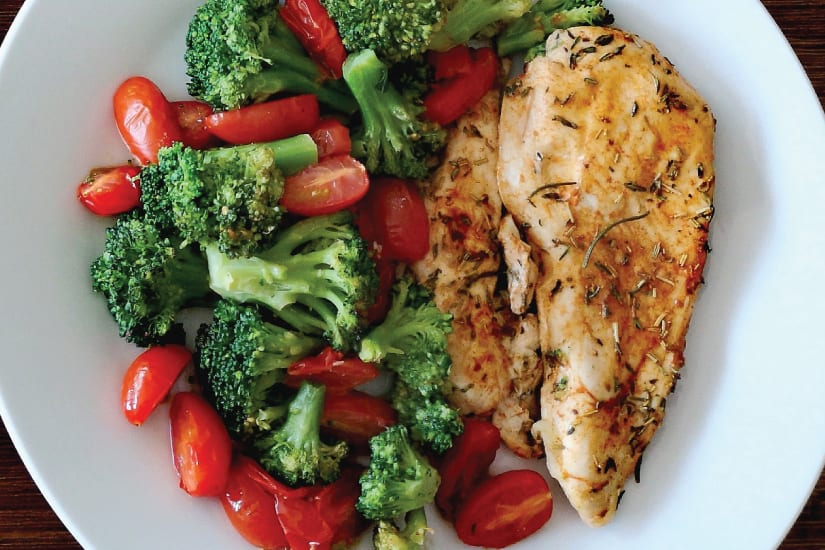 örtmarinerat kycklingbröst med grönsaker
