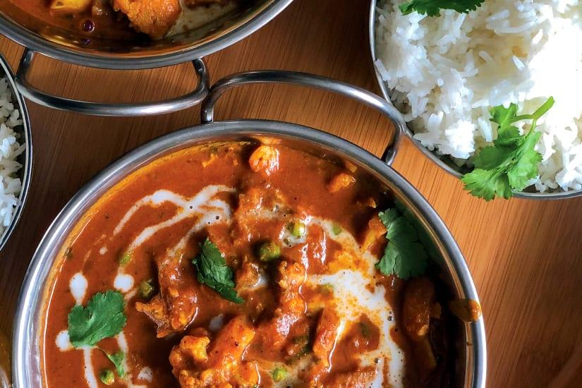 vegetarisk curry serverad med ris