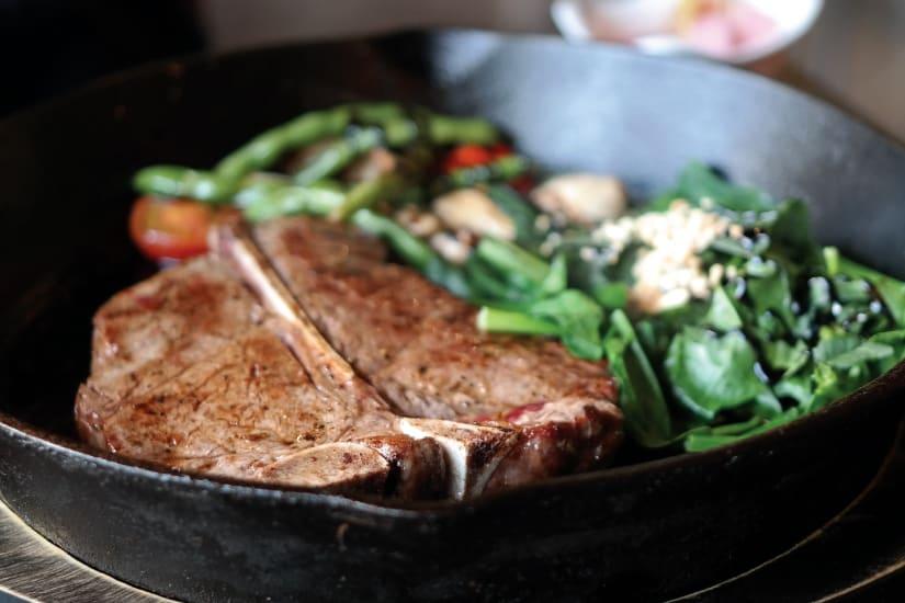 T bone steak med grönsallad