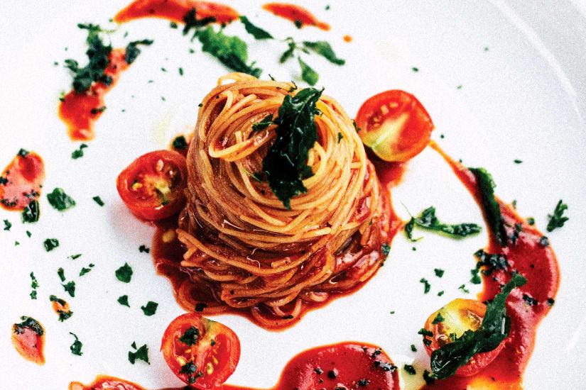 pasta med tomatsås och körsbärstomater