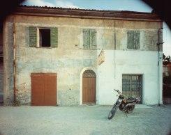 Guido Guidi, via Emilia, Madonna del Fuoco 1984