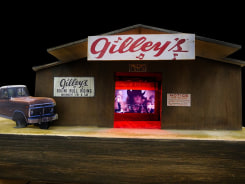 Tracey Snelling, Gilley's