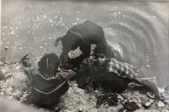 Peter Martens, Z. t. (Drie kinderen in water, Cairo, Egypte)