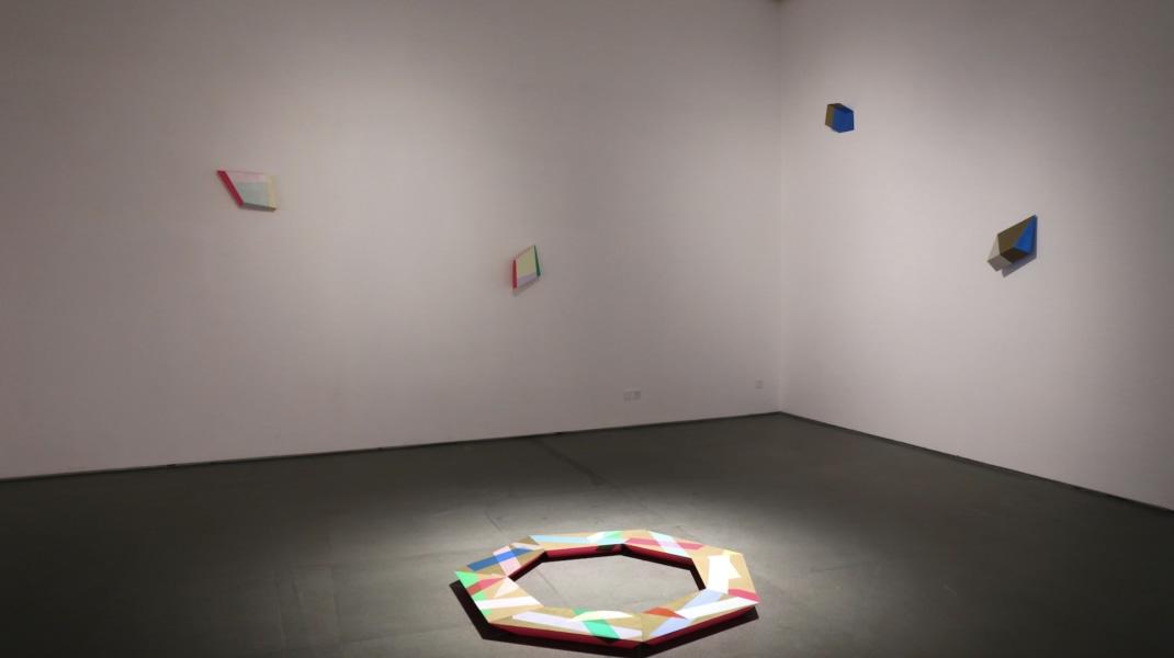 Henriette van 't Hoog, De Stijl and the Future, Wuhan (II)  On the wall: Wedge XIII, 2017; Wedge I, 2013; Foton (Golden Edge II), 2012; Wedge VI, 2014. On the floor: Heptagon I (7 parts), 2018.