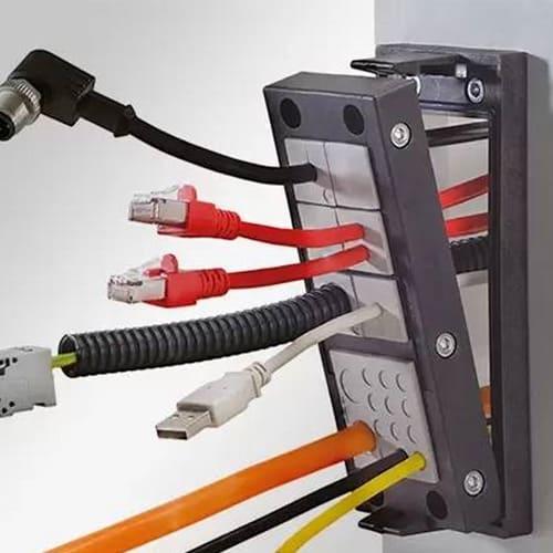 Kabelgenomföringar för kablar med kontakt