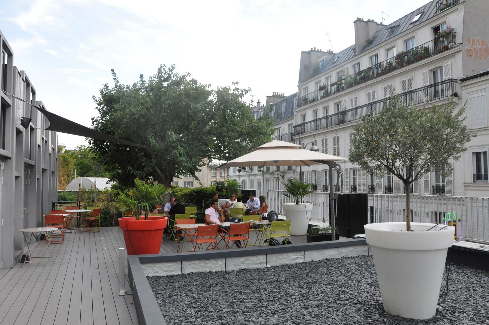 la terrasse de l 39 h tel mercure paris montmartre. Black Bedroom Furniture Sets. Home Design Ideas
