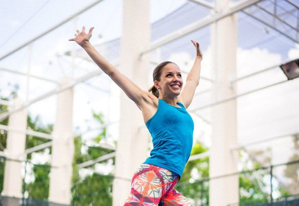 Magdalena Schauenberger is working out, smiling and raising her hands over her head. Workout; Fun; Fitness; Success; Motivation; Mindset; adidas; GamePlan A; Performance