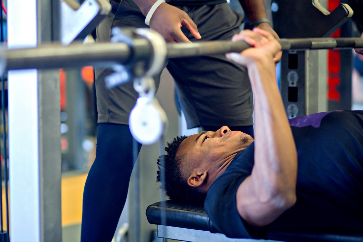 a man is weight lifting and looks concentrated and exhauseted_exos_training_weigt lifiting_persue goals