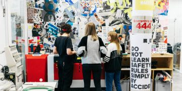 A workshop is taking place in the adidas Makerlab | Principles of Design