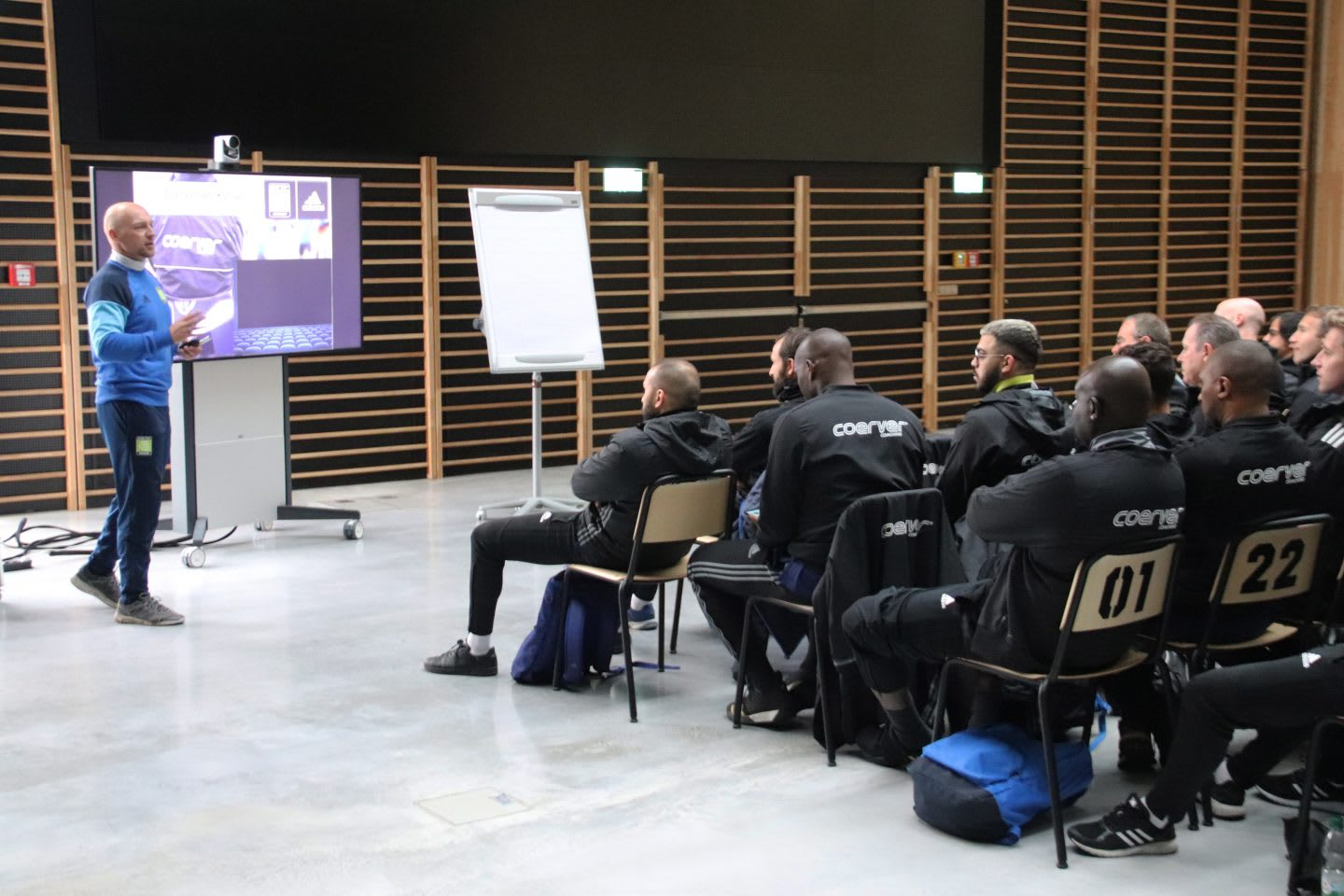 Coerver coaching theory session - coaching teams