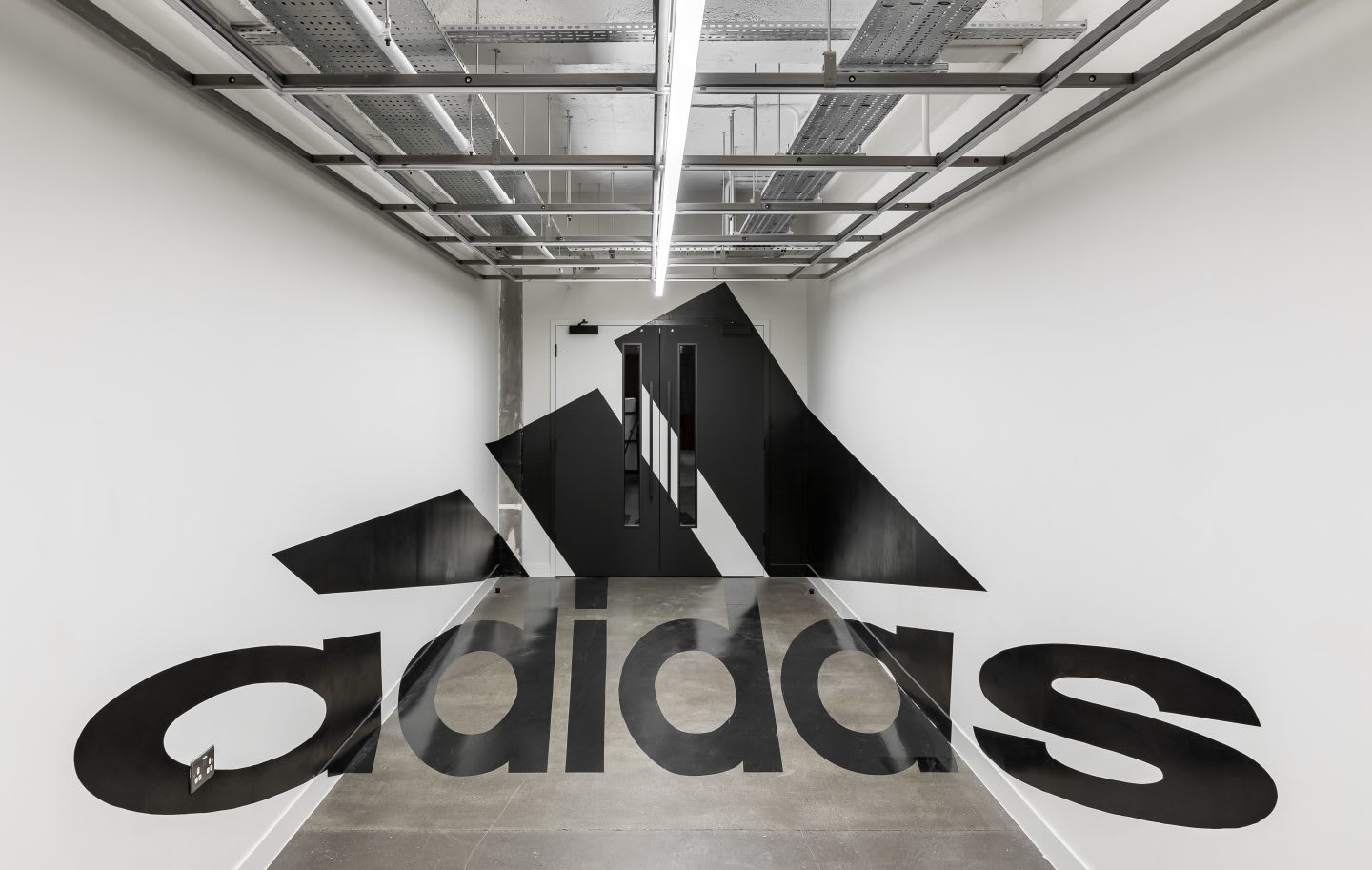 hallway at the adidas London office with an artistic illusion, workplaces, workplaces, adidas company culture collaboration, developing creativity, working in adidas