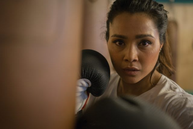 A women standing in front of a punch bag. Experience with depression, Nazia, women, boxing, fitness, focus, mental strength, mindfulness, GamePlanA