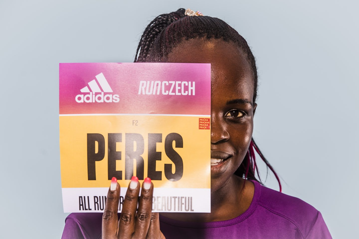 Kenyan long-distance runner Peres Jepchirchir holding her runnning big at the Prague half marathon, adidas, adizero, adios, Pro, athlete, sports, runner