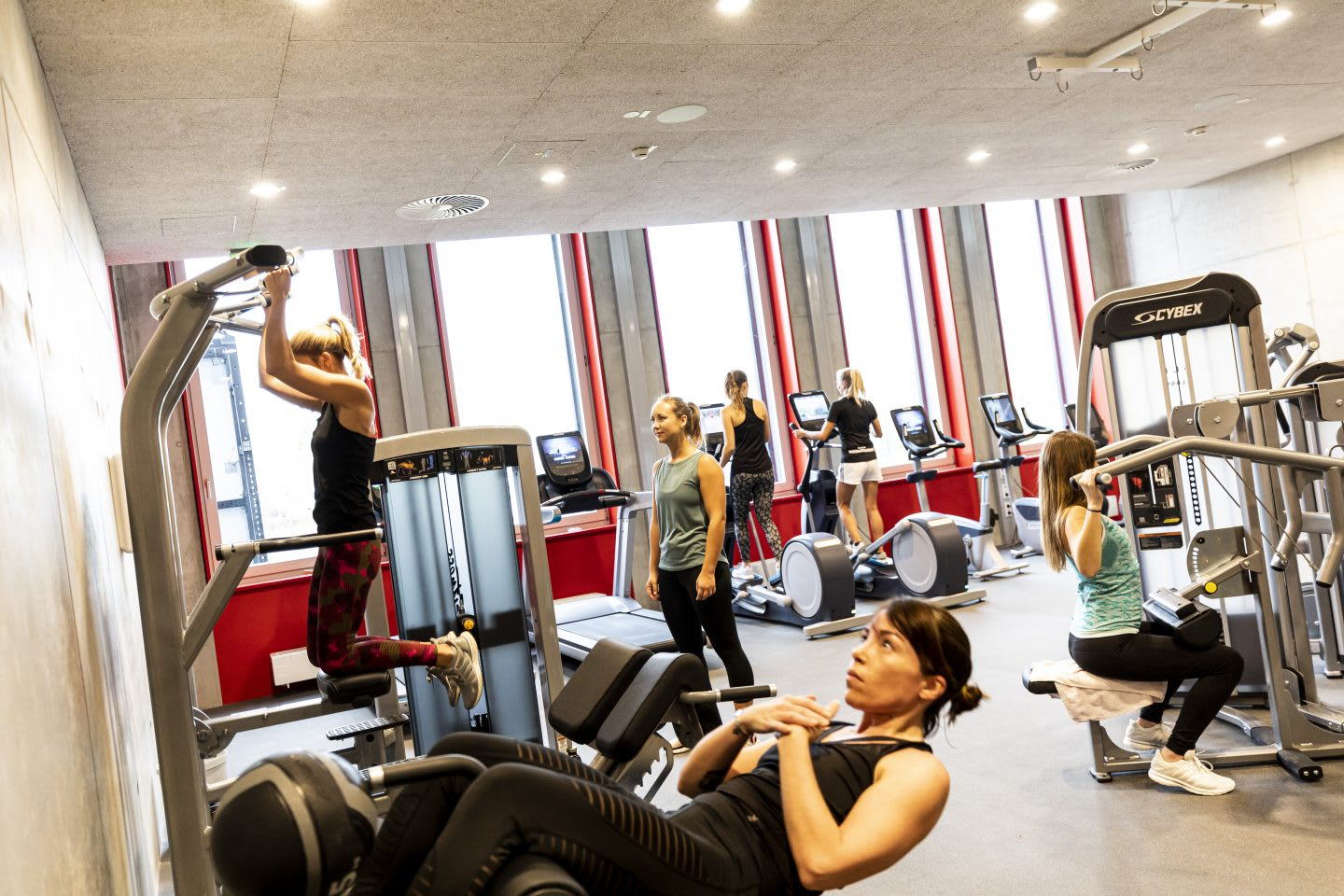 Women using sports equipment while working out at a gym, GYM, Herzogenaurach, adidas, employees, workplace, fitness. sports, culture, active, health, lifestyle