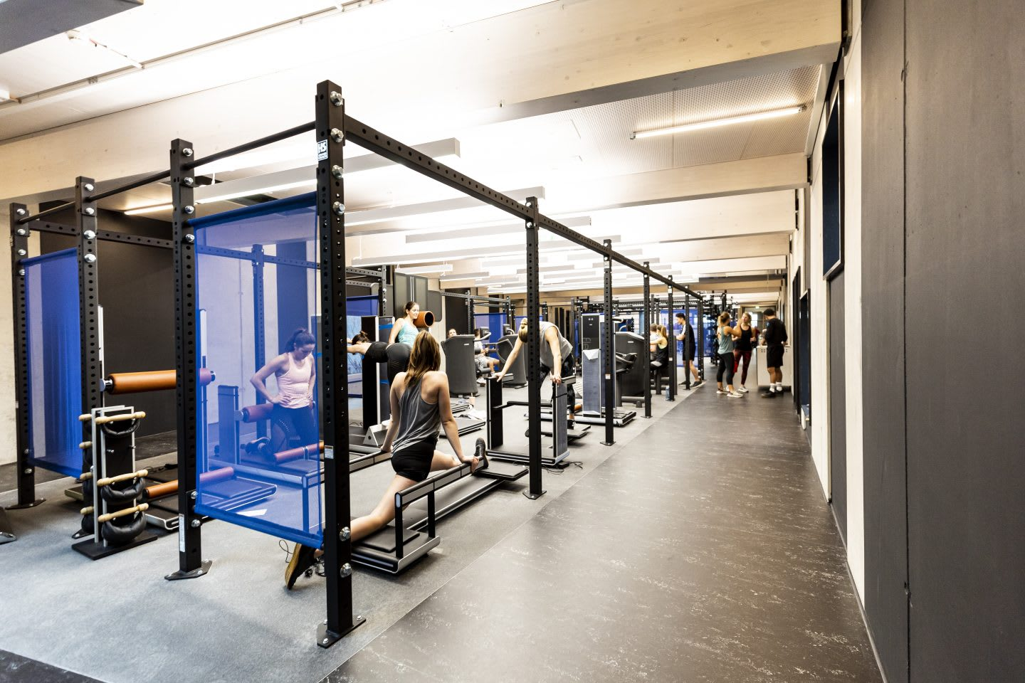 Men and women using gym equipment during a workout class, GYM, Herzogenaurach, adidas, employees, workplace, fitness. sports, culture, active, health, lifestyle