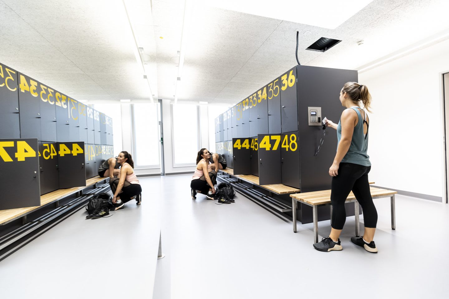 Women using locker room a gym, GYM, Herzogenaurach, adidas, employees, workplace, fitness. sports, culture, active, health, lifestyle