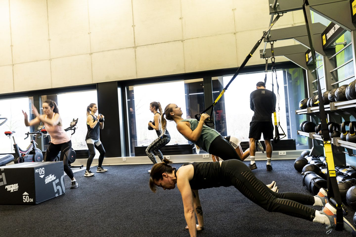 Men and women using workout equipment while exercising during a workout class at a gym, GYM, Herzogenaurach, adidas, employees, workplace, fitness. sports, culture, active, health, lifestyle