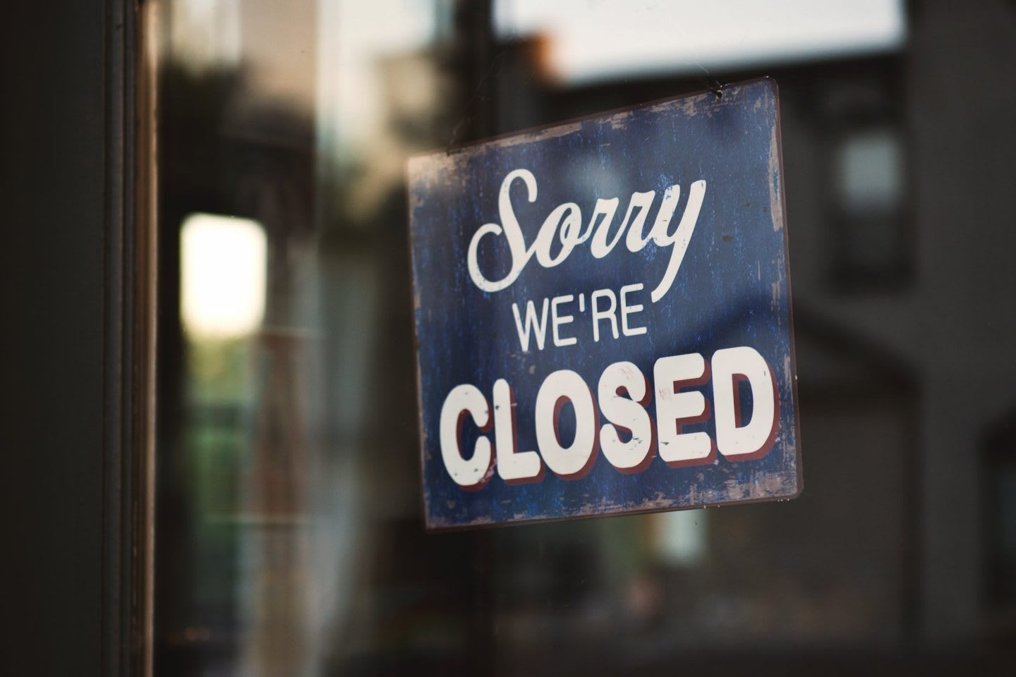 Door sign notifying customers that location is closed, restaurant, coffee, shop, store, business