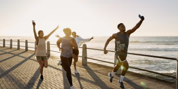 People running together in a running crew along the ocean side, Run For The Oceans, digital, running, run, sports, adidas, sustainability, plastic, waste