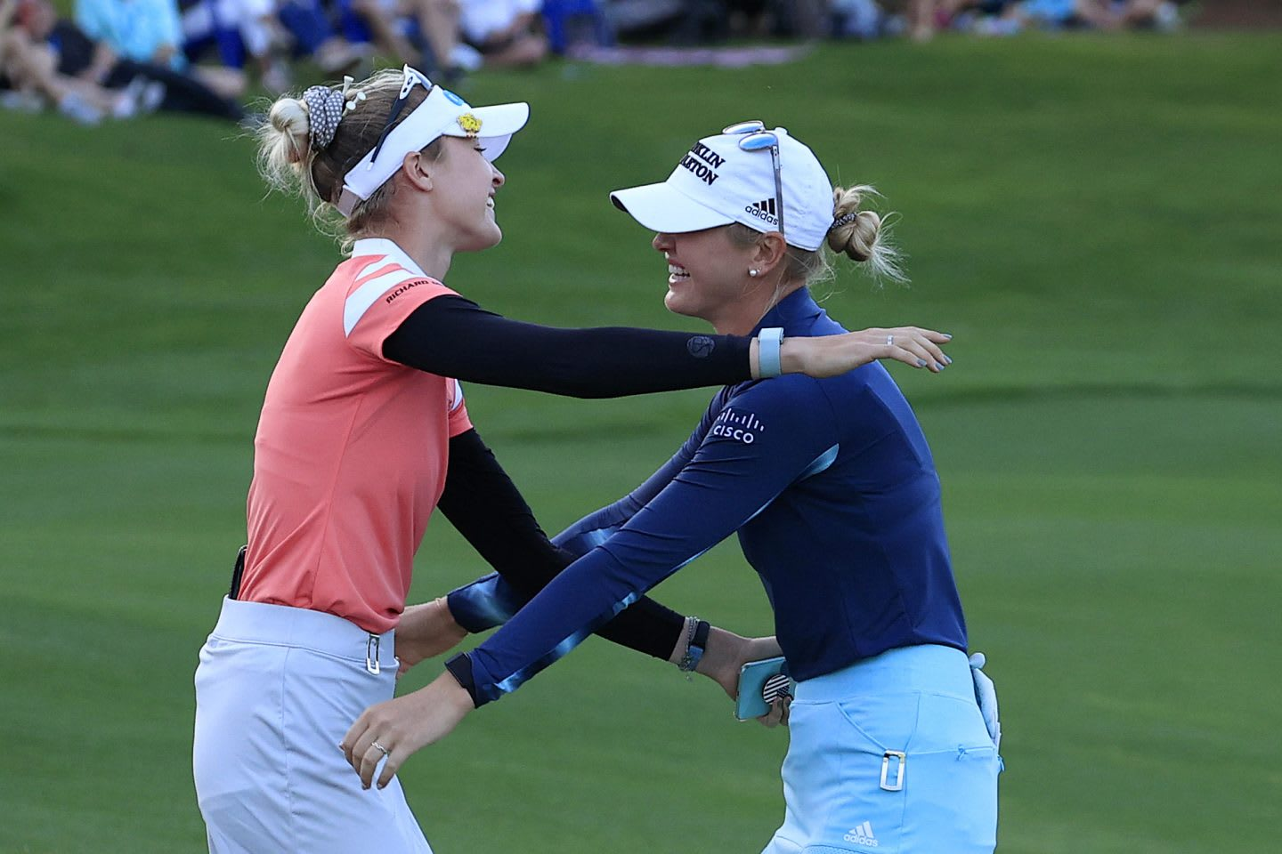 Nelly and Jessica Korda hugging each other. Golf, siblings, family support, Sebastian Korda