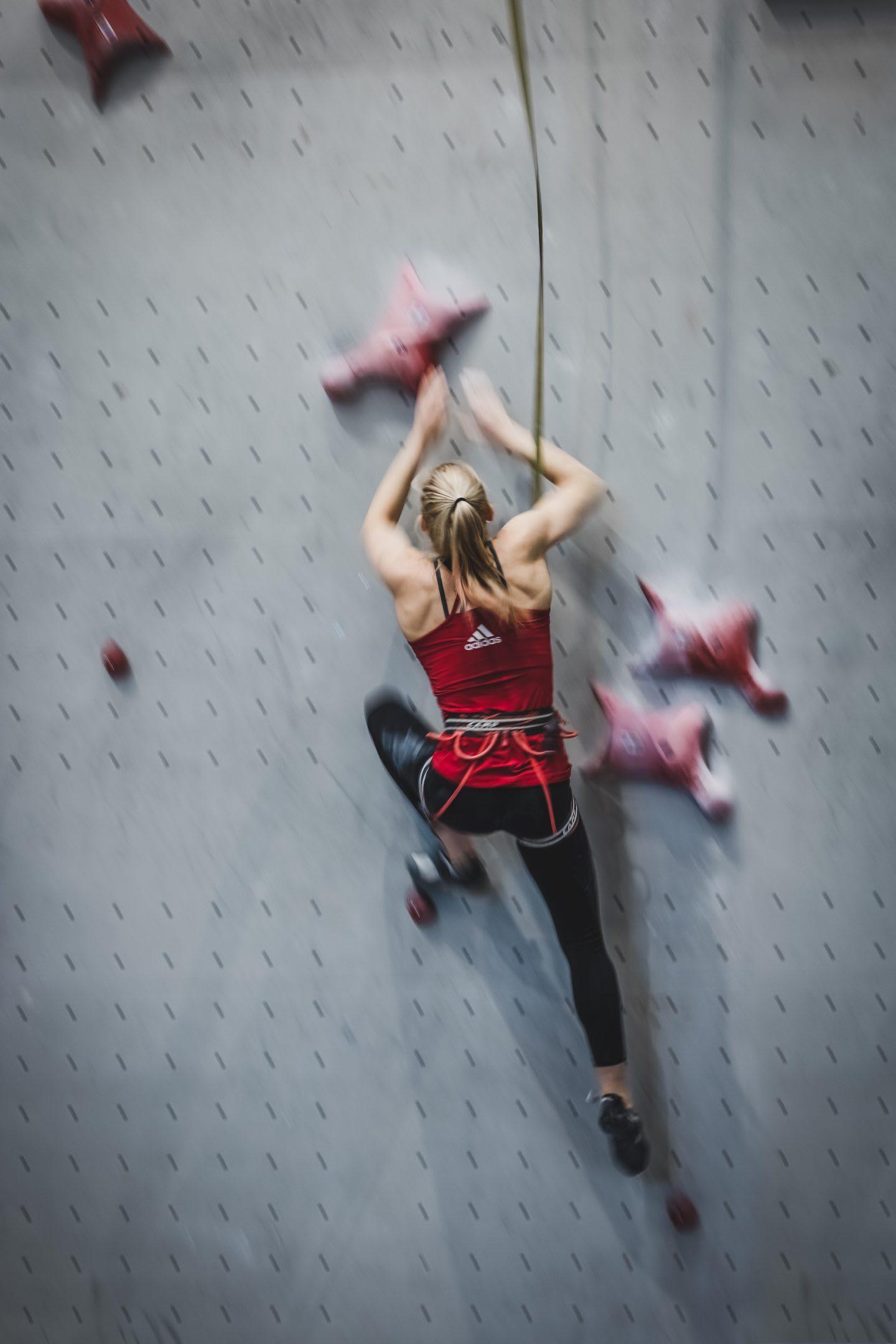 Janja Garnbret climbing indoor on a grey wall. Janja Garnbret, climbing, indoor, mindset, speed climbing
