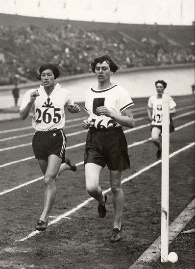 Women running in a race on a track, Lina Radke, athlete, adidas, sports, sport, Olympics