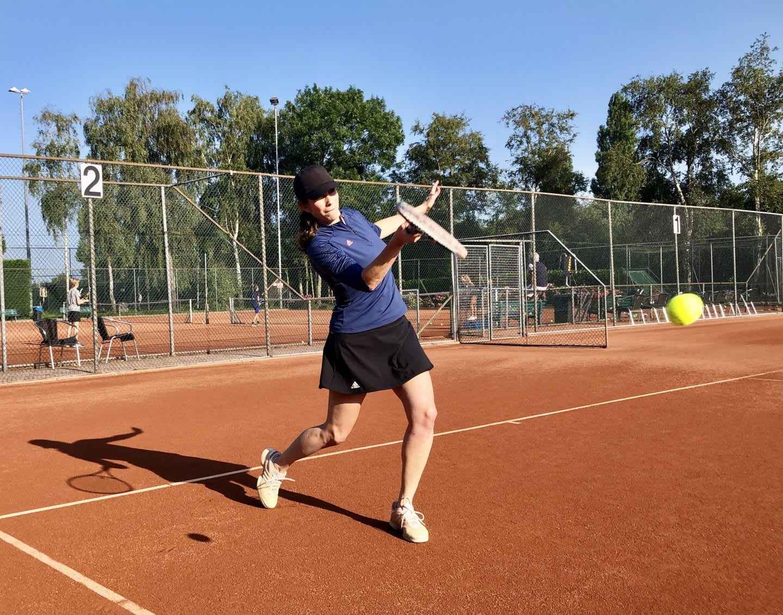 Woman hitting a tennis ball on a tennis court, sport, sports, adidas, employee, Samantha Jacobs