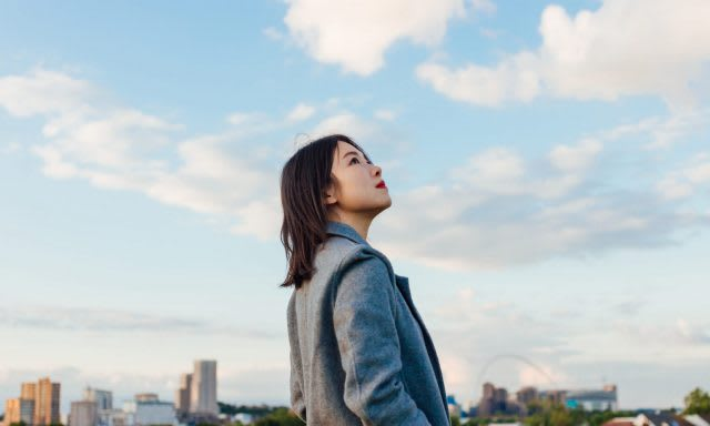 woman in grey coat looking up to the sky, ideas, inspiration, creative process