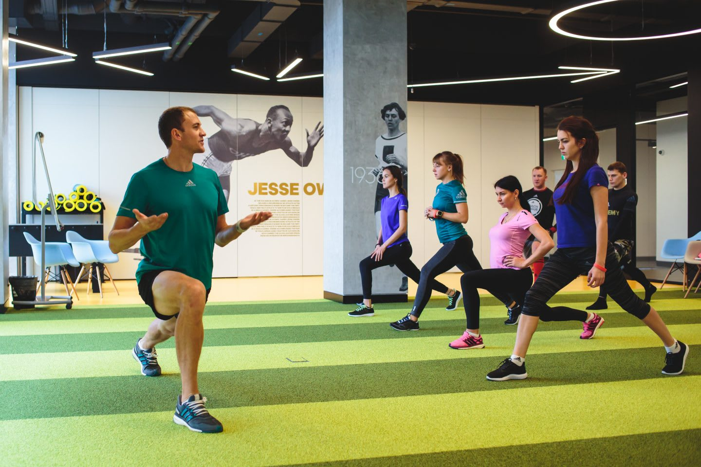 workout in the gym_keep-your-emotional-helth-in-shape-adidas_Russia-employee-workout