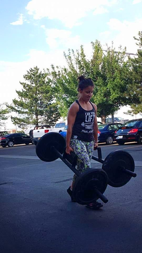 Women-Crossfit-Training-Outdoor-Weight-Sunny-Weather