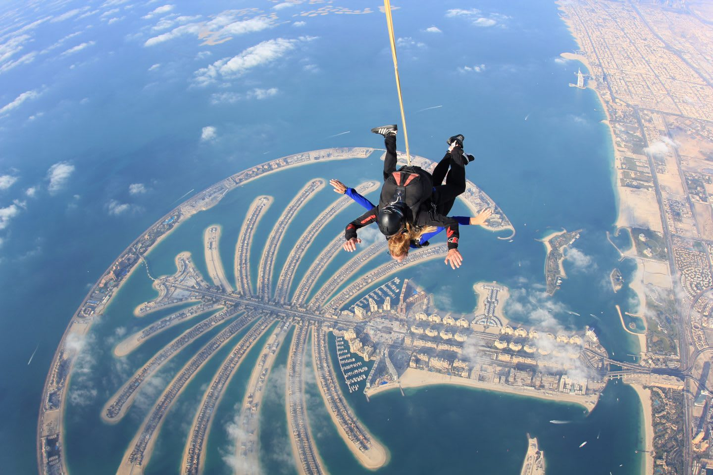 skydive-palm-island-above-sea