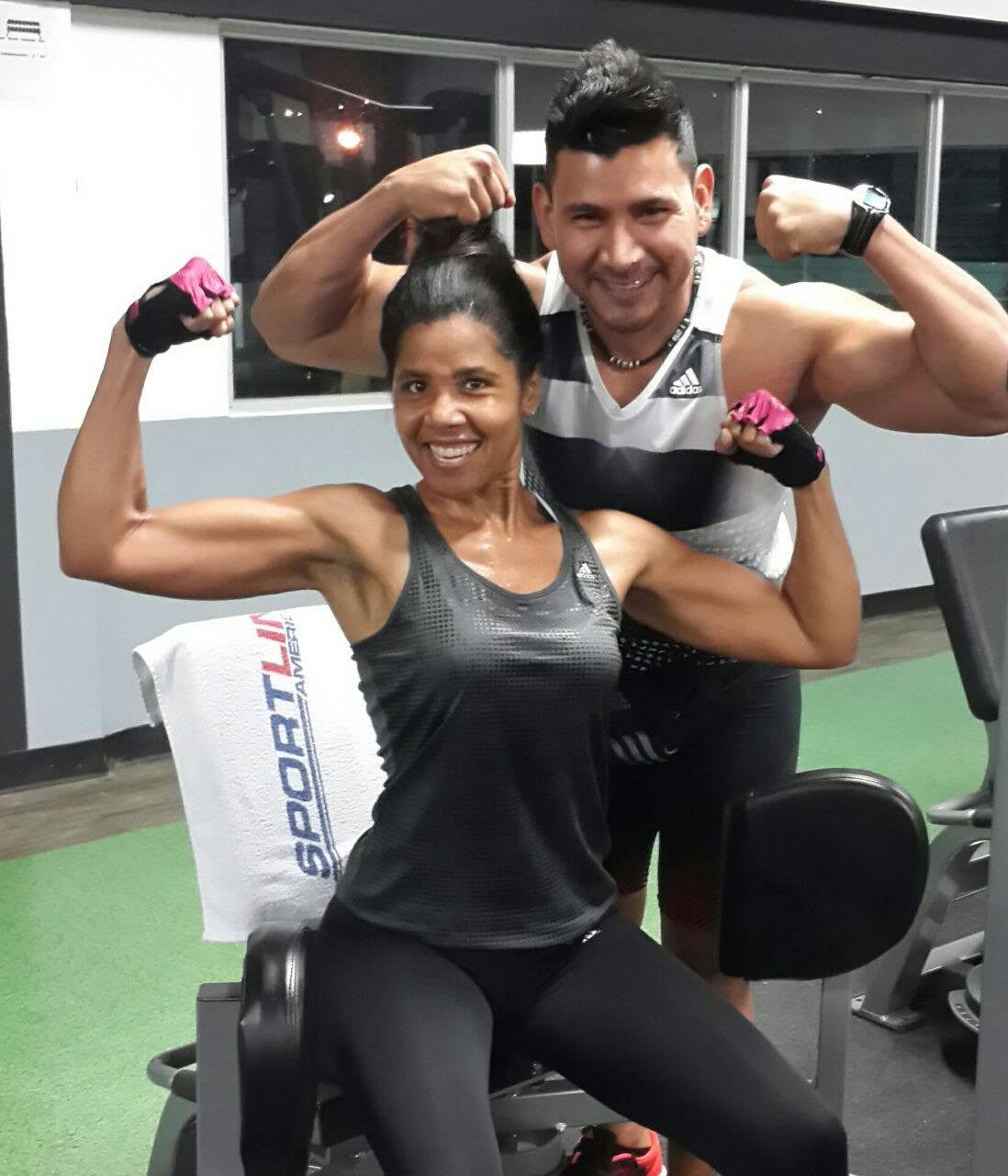 women_body building_posing