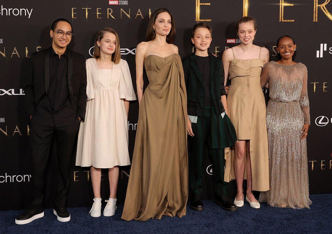 Дочь Анджелины Джоли решила не менять пол и примерила платье