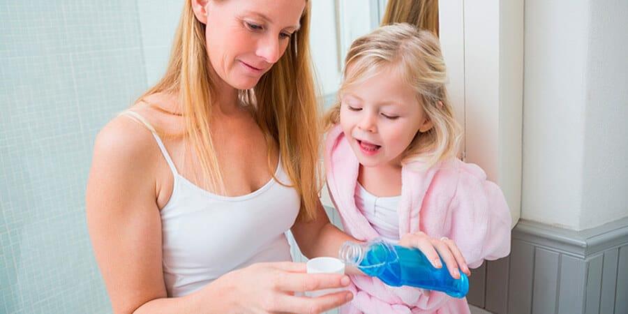 Cepillo, pasta de dientes y…¿colutorio?