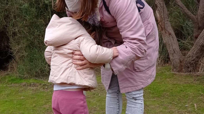 Cómo NO coger a l@s niñ@s en brazos.