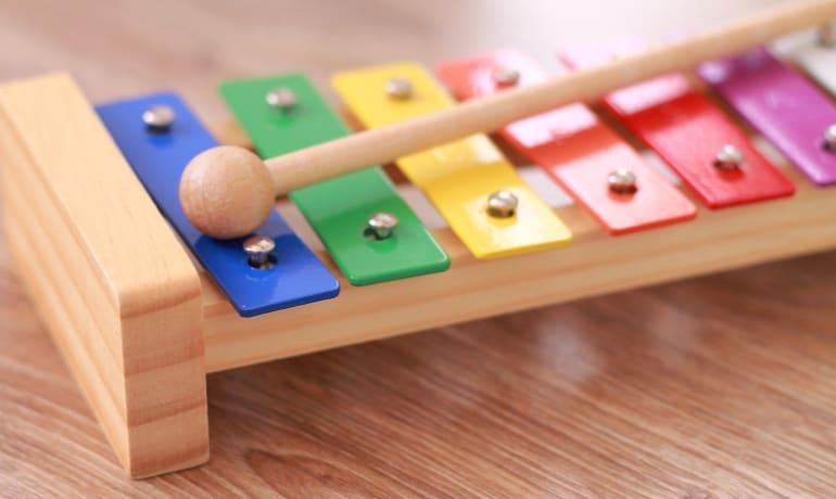 ¿Juguetes musicales o instrumentos musicales?
