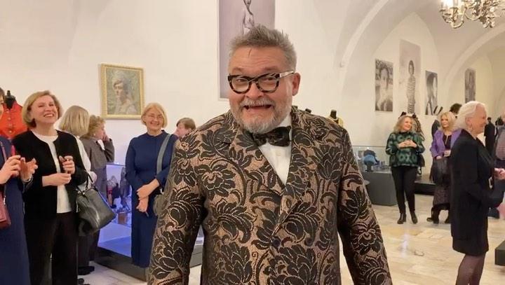 Александр Васильев рассказал, какое платье поможет скрыть лишний вес