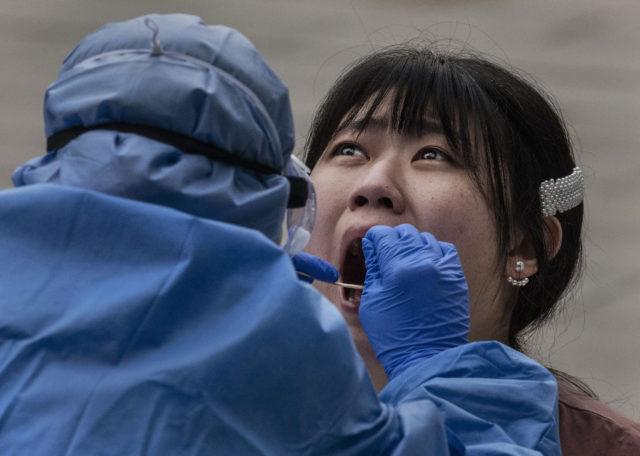 28 мая и коронавирус: больше 5,7 миллиона заболевших, в ВОЗ считают, что Латинская Америка стала новым центром пандемии, в Москве с 1 июня приступают ко второму этапу снятия ограничительных мер