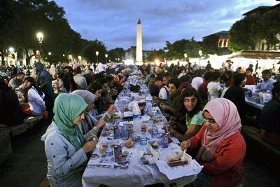 5 Tradisi yang Hanya Bisa Ditemukan Selama Bulan Ramadhan